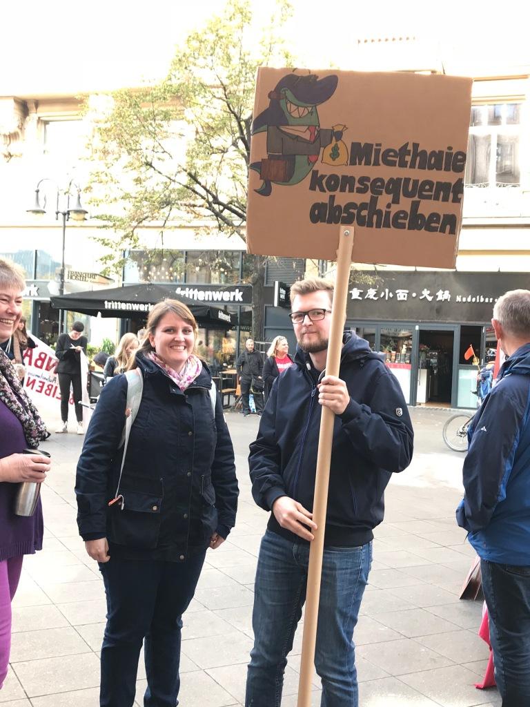 Mieten-Demo in Frankfurt: Studenten demonstrieren gegen Miethaie für bezahlbare Wohnungen